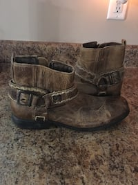 Pair of men's brown leather boots 463 mi
