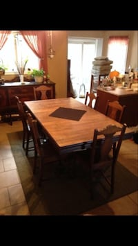Antique table with six chairs dining set Thorold, L2V 1A7