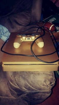Limited edition gold 1TB ps4 w/ 1 controller 7 gms Lancaster, 29720