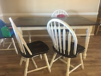 Farmhouse distressed table and chairs  Turlock, 95380