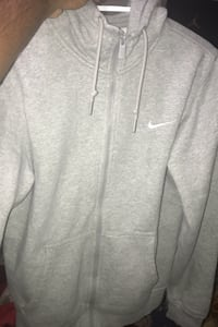 NIKE ZIP UP CHEAP SIZE SMALL Brampton, L6X 3A5
