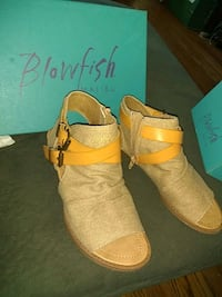 pair of brown suede shoes_ size 6 Lafayette, 47904