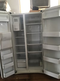 WHITE SAMSUNG SIDE BY SIDE FRIDGE Santa Ana, 92701