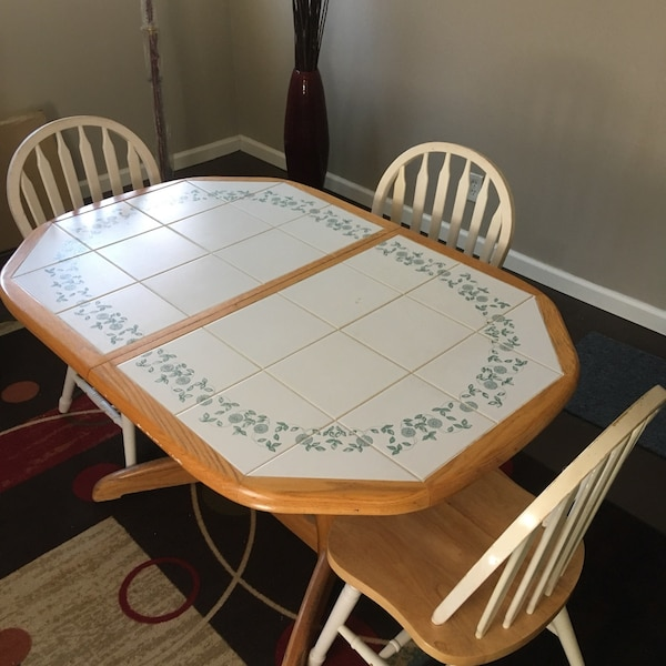 Kitchen Table With 3 Chairs Solid Wood Also Has Extended Leaf Great Condition
