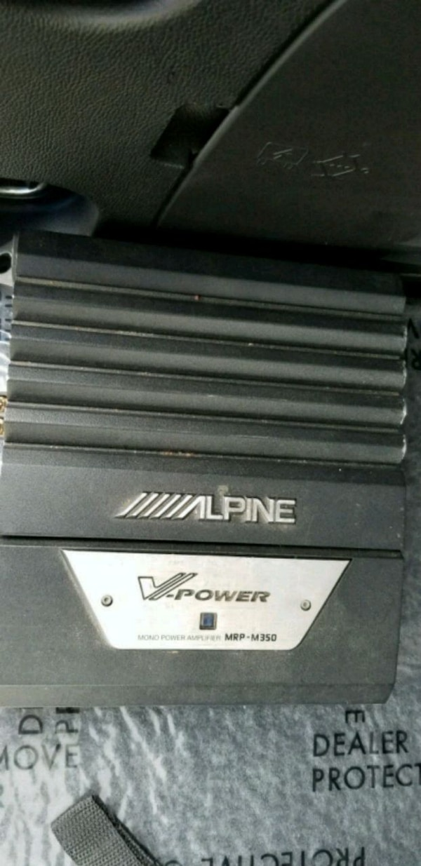 black and gray Alpine car amplifier
