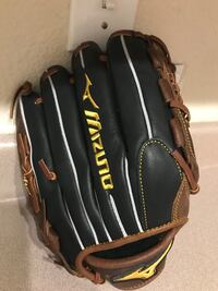 Mizuno youth fielders mit. Brand new in packaging. Top of the line mit for a low price. Atlanta, 30339