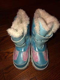 Princess snow boots frozen easy on and easy off size 7 Baltimore, 21221