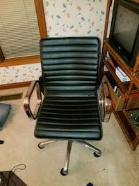 REAL LEATHER OFFICE CHAIR FROM CRATE AND BARREL Indianapolis, 46250