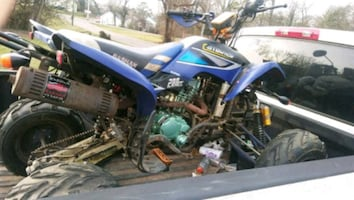 For sale are for trade no dirtbikes blue is 02 200cc red 15 300cc