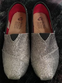 Lil bobs size 1 girls shoes. Sparkly silver