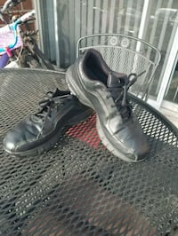 pair golf shoes