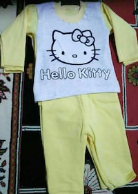toddler'ın Hello Kitty gri tankı üstü