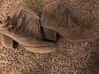 Size 4 boots Omaha, 68124