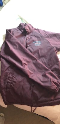 Burgundy Vans Medium Windbreaker Calgary, T3M