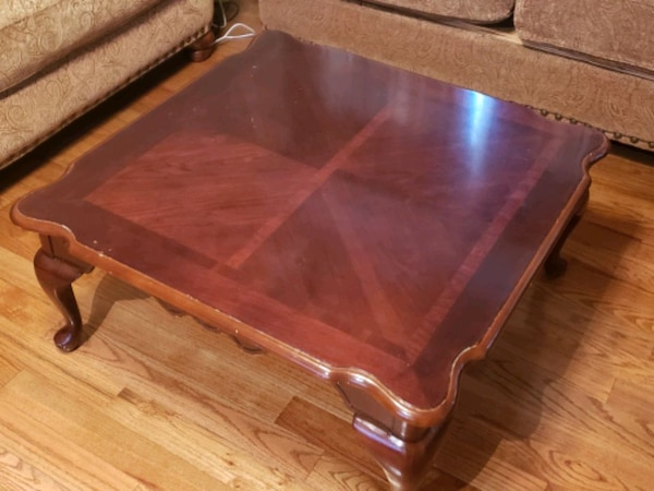 Living room set with coffee table and 2 end tables e604d285-e2ac-4764-aa3a-880b109125ee
