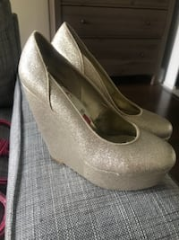 Sparkly Gold Wedge Heels Size 6 NEPEAN