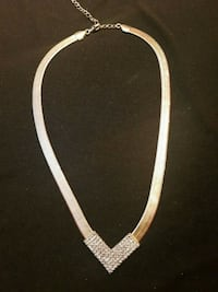 Gold-colored v-chain necklace Toronto, M3M 1C6