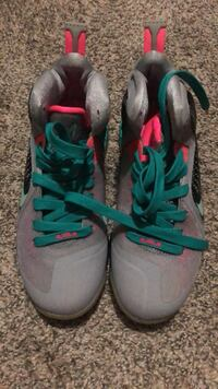ShoesLebron 9's South Beach  6Y White Plains, 20695