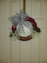 White and red floral wreath Shreveport, 71129