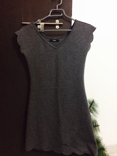 women's black sleeveless v-neck dress