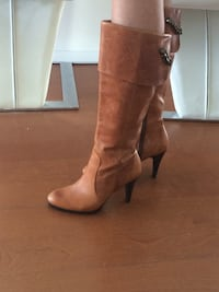 pair of brown leather heeled boots New Westminster, V3M 3X9