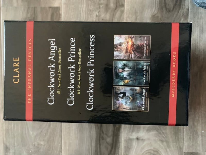The Infernal Devices 3 book set by Cassandra Clare 1e65759b-89d4-4d18-814d-834e104ff6d9