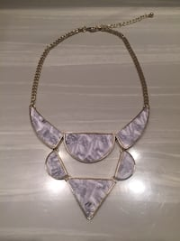 Beautiful marble and gold-coloured necklace!