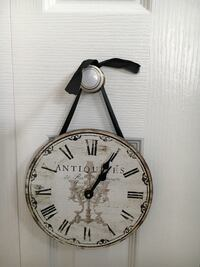 Rustic Small Clock. Battery Operated. 7 inches Wide and High. Great Condition 3157 km