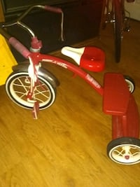 red and white Radio Flyer trike Severn, 21144