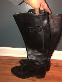 Black leather boots size 7 wide