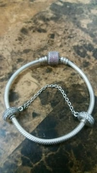 Pandora silver bracelet with pink diamonds. Bronx, 10453