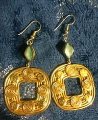 Green and gold colored earrings Newark, 19702