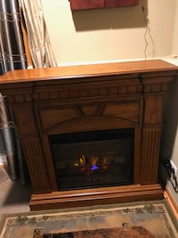 Beautiful  electric fireplace with remote, works great moving must sell Lake Bluff, 60044