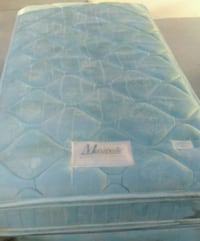 Twin size maxipedic bed and box spring Lancaster, 93534