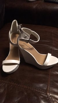 womens size 8 white Shoes Crown Point, 46307