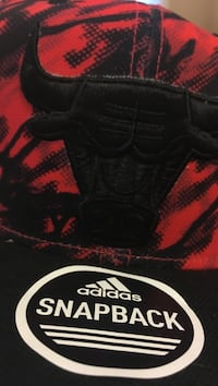 Red and black Adidas Chicago Bulls snapback