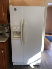 white side-by-side refrigerator with dispenser Stafford, 22554