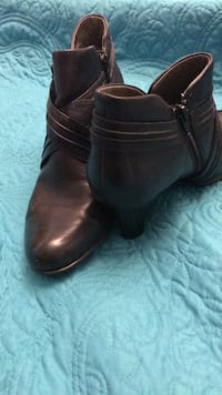 ladies leather Born boots, size  8 Gallatin, 37066