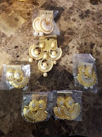 gold-colored and white pearl beaded accessory lot