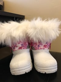 Kids snow boots size 5 Mississauga, L5N 8A5