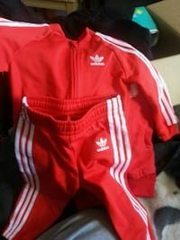 Like new adidas track suite (TODDLERS)12- 18 month