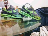 green-and-black Nike basketball shoes Chicago, 60644