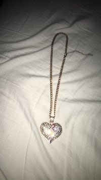 Iced out heart broken pendent  36 km