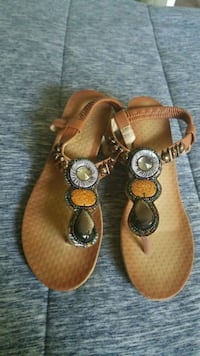 pair of brown leather sandals Fairfield, 94533