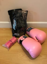 Kick boxing gloves and wraps Surrey, V4N 5W1