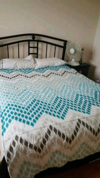 Twin comfortor white and blue bed sheet Toronto, M4X