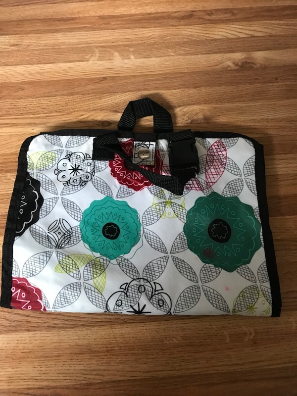 a8de8efe1bc9 Used Floral Thirty One travel make up bag for sale in Oyster Bay - letgo