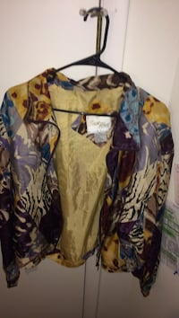 brown and blue floral button-up long-sleeved shirt