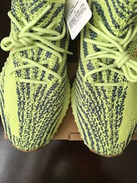 Yeezy Boost 350 v2 Frozen Yellow Toronto, M3N