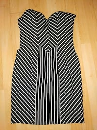 GUESS dress black and white stripes womens size large strapless Calgary, T2T 0E6